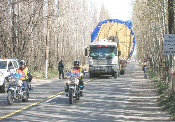 Gran despliegue por un enorme transporte
