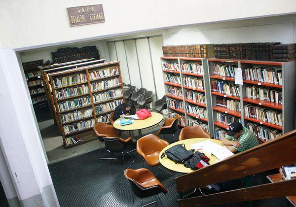 Cortocircuitos entre escritores locales y la biblioteca cipoleña