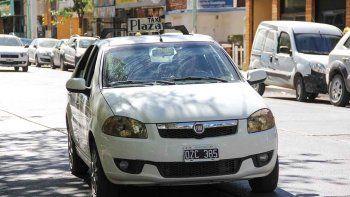Los taxistas están nerviosos por la dolarización del combustible y casi todos sus insumos y porque la comuna les adeuda alguna actualización.