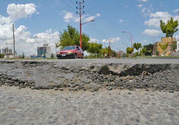 Asfalto destrozado en calle Pacheco