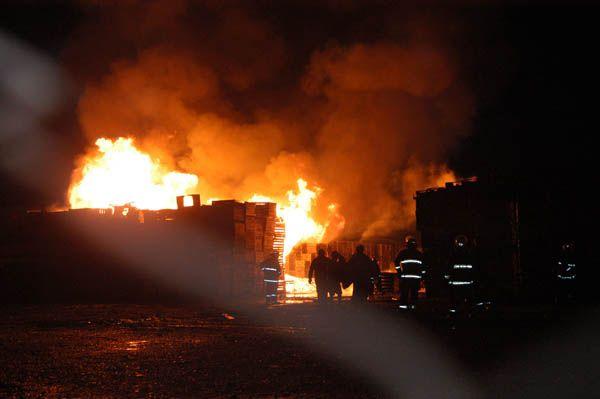 Voraz incendio en Valley