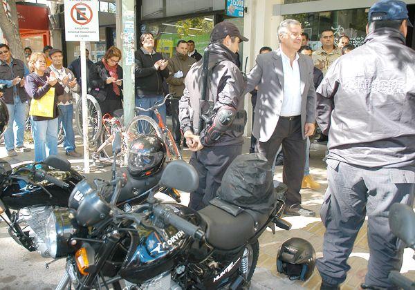 El municipio le entregó cinco motos nuevas a la Policía