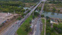 trabajadores de la salud de neuquen cortan los puentes carreteros