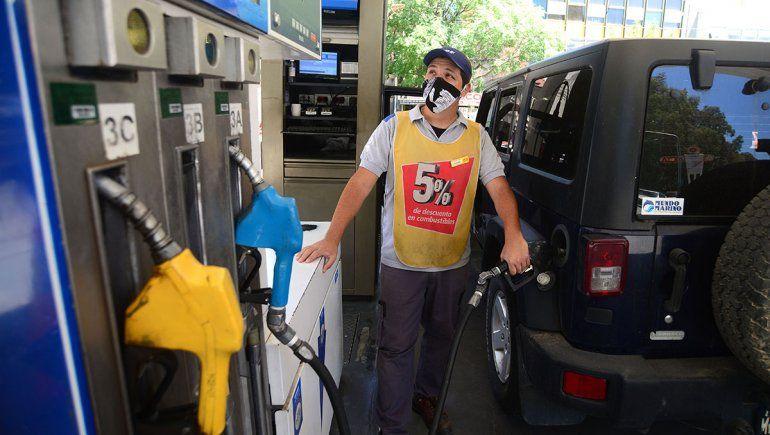 Con los nuevos aumentos, cuánto cuesta el litro de nafta y llenar el tanque