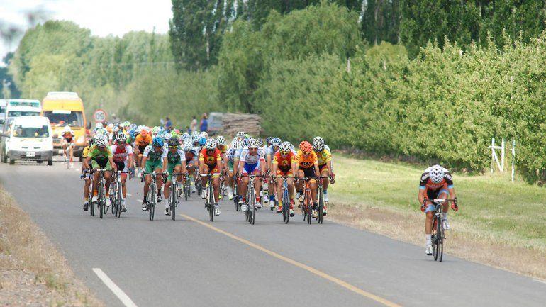 Una postal de la Vuelta al Valle del 2014 por las rutas de la zona.
