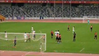 Juanfer convirtió su primer gol en China y ¿con un dorsal con chicana a Boca?
