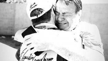 El emotivo abrazo de los Canapino por uno de los tantos triunfos.