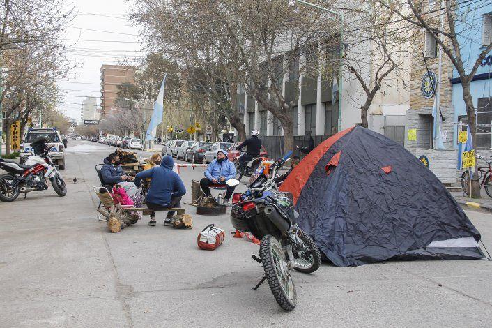 Siguen las protestas policiales en Cipolletti