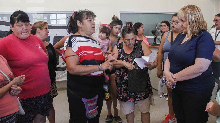 Vecinos de asentamientos cipoleños reclamaron en el hospital