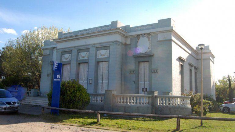 La Casa Peuser es un Monumento Histórico Provincial y un Bien Histórico Nacional que se está deteriorando sin pausa.          &nb