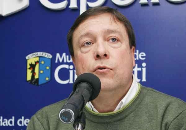 Weretilneck, crítico por sobresueldos