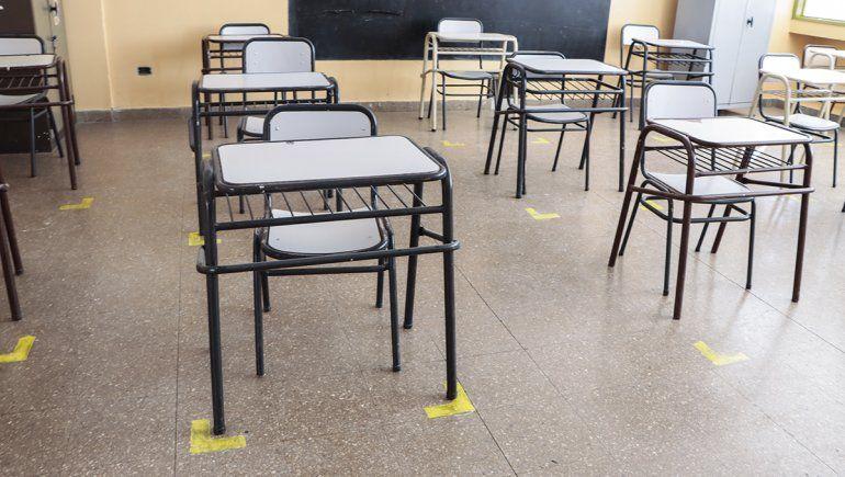 Las aulas tienen demarcaciones para mantener la distancia social.