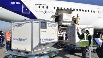 Llegan 800 mil dosis de AstraZeneca donadas por España