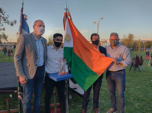 En Fernández Oro ya flamea su propia bandera