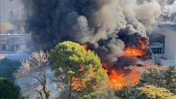 Voraz incendio en una planta de la cervecería Quilmes