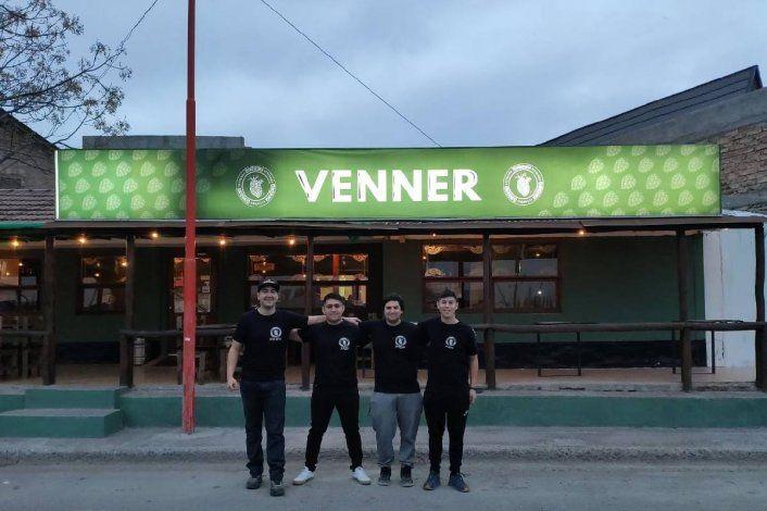 Los cuatro amigos bomberos que pusieron un resto bar en Cipolletti