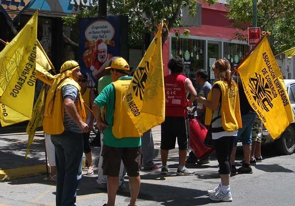 Discuten comerciantes y sindicalistas