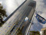 YPF busca una reestructuración de su deuda. La acción volvió a subir en Nueva York.