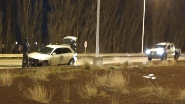 Perdió el control de su auto de alta gama y chocó en Ruta 7
