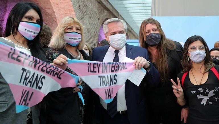 Alberto Fernández promulgó la ley de cupo laboral trans-travesti
