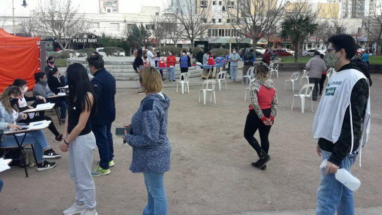 Una jornada de vacunación a demanda en la plaza San Martín sorprendió a los vecinos