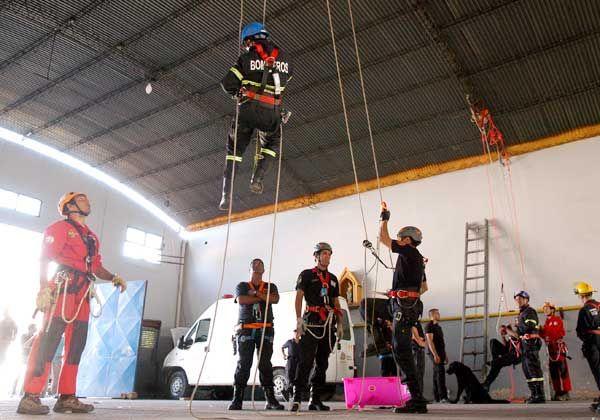 Bomberos patagónicos se capacitan en el cuartel local