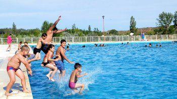 salud trabaja en un protocolo para la apertura de natatorios