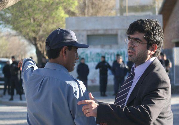 Disturbios entre jóvenes y policías