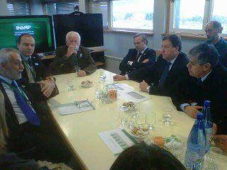 El gobernador Weretilneck visitó las instalaciones del INVAP