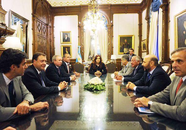 Weretilneck acompañó a la presidenta en el acto de recuperación de YPF