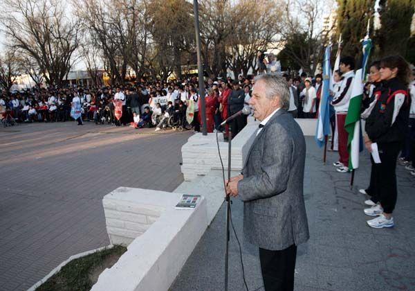 El Gobernador inauguró las finales de atletismo de los Juegos Rionegrinos