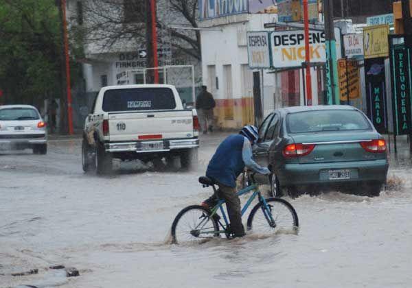 Las intensas lluvias dejaron un panorama de anegamiento y caos