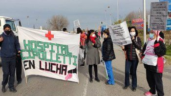 hospitalarios cortan un carril de la ruta en los puentes