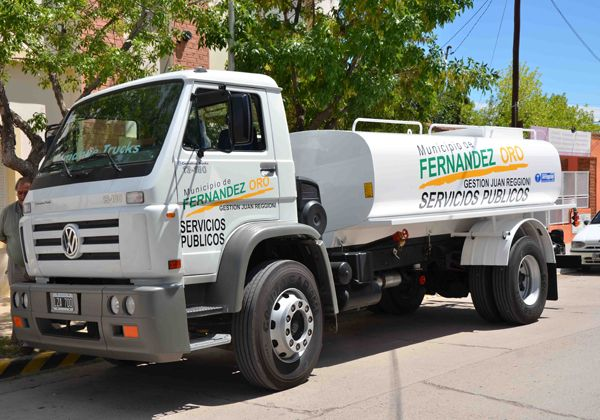 Nuevo camión regador para Fernández Oro