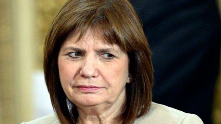 Patricia Bullrich fue escrachada en Bariloche por Sergio Maldonado y un grupo de manifestantes