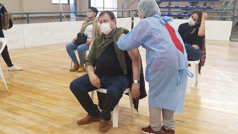 Weretilneck recibió la vacuna contra el COVID en Cipolletti
