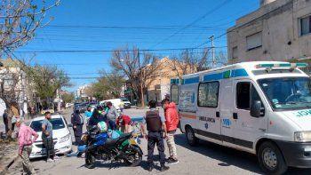 motociclista atropello a un peaton y choco contra un taxi