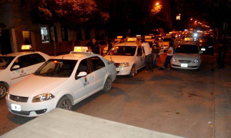 Taxistas cipoleños movilizados anoche.