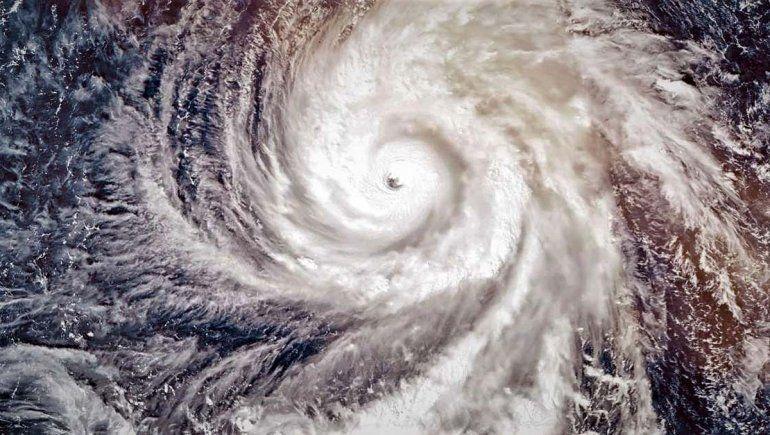 Evacúan zonas costeras de Carolina del Sur por el huracán Dorian, que ya llegó a la isla Gran Bahama