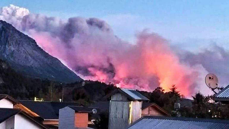 Nación envió refuerzos para combatir los incendios en la Comarca Andina