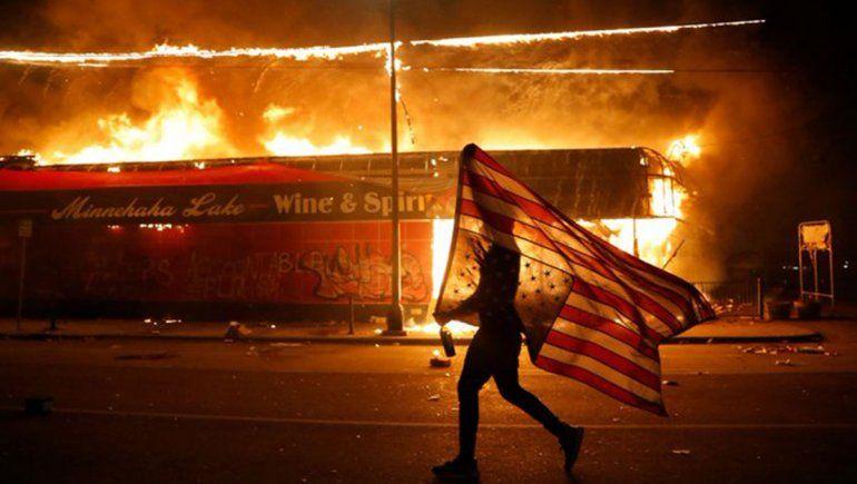 Estados Unidos: siguen las protestas y hubo incidentes en la Casa Blanca