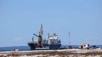 trabajadores portuarios cortan la ruta 3 en san antonio