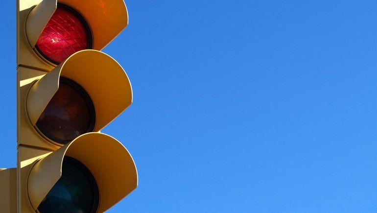 La chocaron en un semáforo y deberán pagarle más de $140 mil