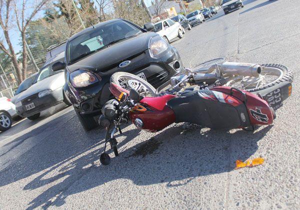 Motociclista herido en un choque en el centro