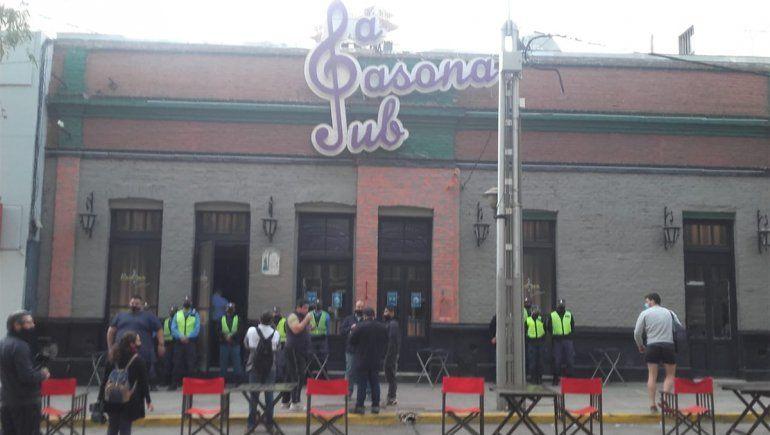 La Policía cercó el boliche que anunció un baile en burbujas