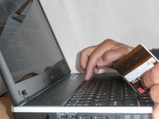 Desde hoy comprar dólares online tendrá un recargo del 15%