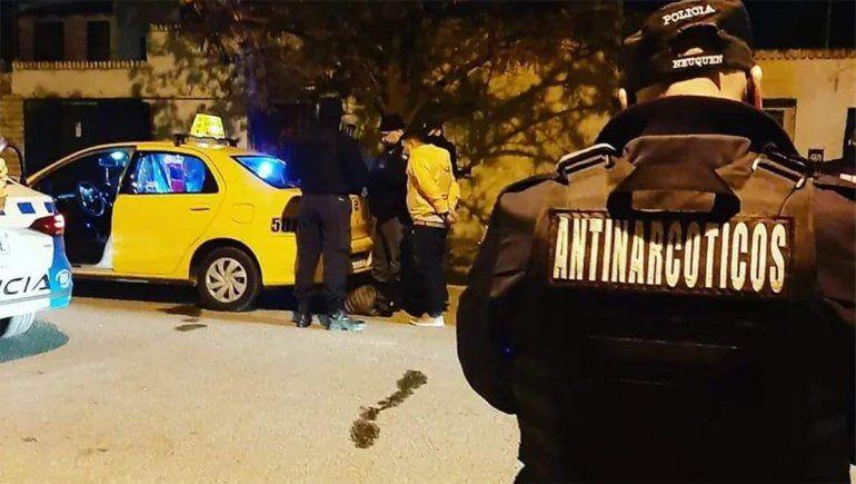 Hacía un delivery de cocaína en un taxi y lo detuvieron