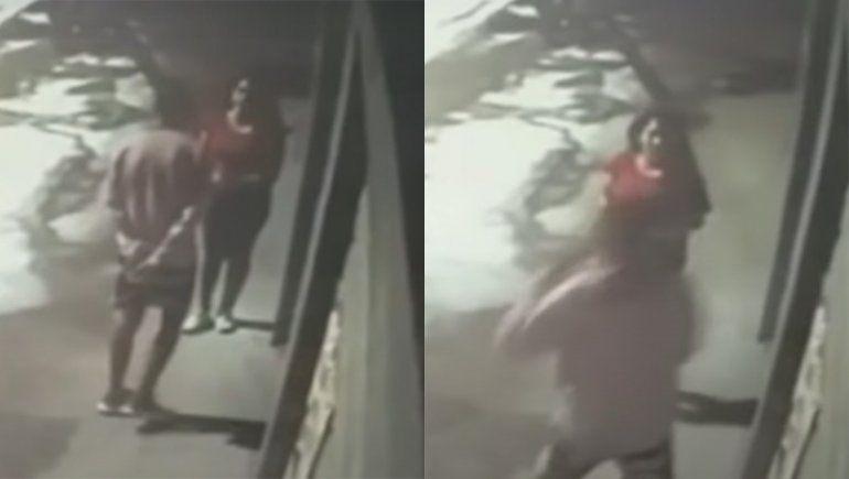 Video: su ex novia lo mató de una puñalada en el corazón