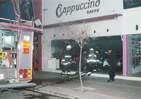 Por un cortocircuito, se incendió una parte de la confitería Cappuccino