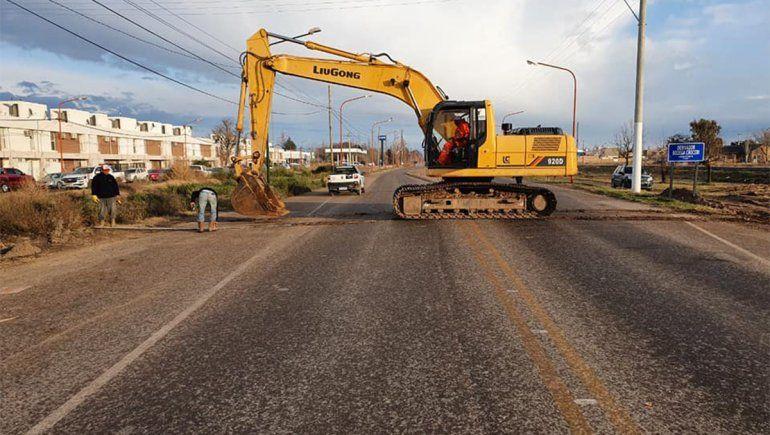 Tránsito: cortaron la Ruta Chica para instalar un caño